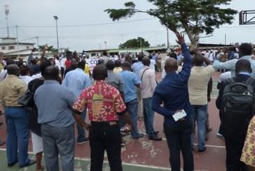 Insolite : les enseignants gabonais organisent une collecte de fonds pour aider leurs camarades dont le salaire a été suspendu