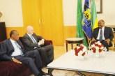 Les patrons de la FIFA et de la CAF font leurs civilités à Ali Bongo