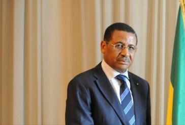 Daniel Ona Ondo importuné par des activistes à Paris