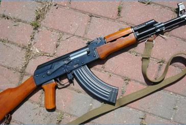 Arrestation de deux gendarmes et d'un commandant de brigade à Franceville pour achat d'armes à feu au Congo
