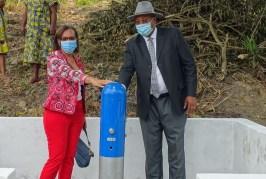 La famille de feue Rose Francine Rogombe offre une vingtaine de pompes à la mairie de Lambaréné