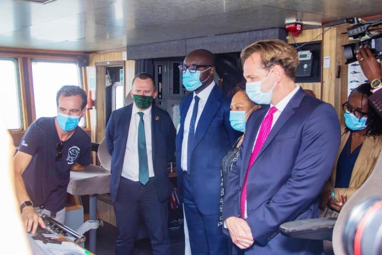 Opération Albacore V : le gouvernement gabonais va installer des balises dans les chalutiers pour mettre fin à la pêche illicite du thon