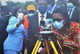 Rose Christiane Ossouka Raponda donne le coup d'envoi des travaux de la Transgabonaise