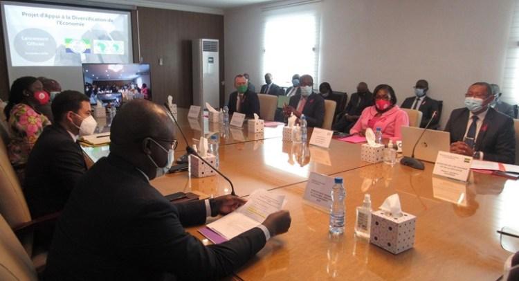 Les membres du gouvernement et les experts de la BAD durant le lancement du PADEG le 22 octobre à Libreville © Gabonactu.com