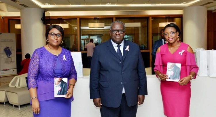 Le DG de BGFIBank Gabon, Loukoumanou Waïdi entouré de ses proches collaboratrices © D. R