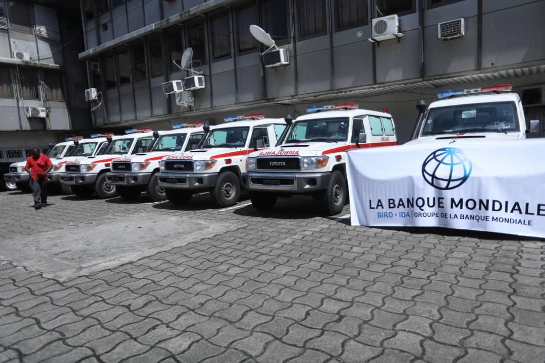 Le Gabon réceptionne 10 ambulances et des équipements médicaux