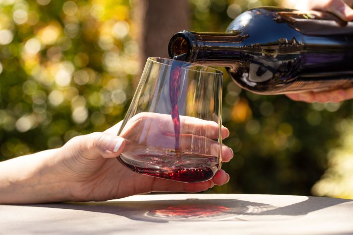 DrirnkArt stemless wine glass with red wine pour