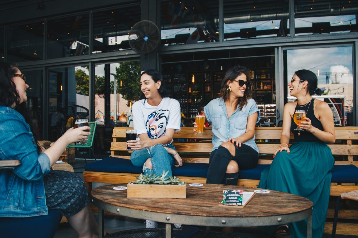 a group of women anjoying drinks for gastonomy consulting