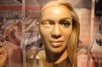 Beyoncé - aqui era um exemplo de como eles fazem as estátuas