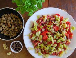 Panzanella mit Paprika und Oliven