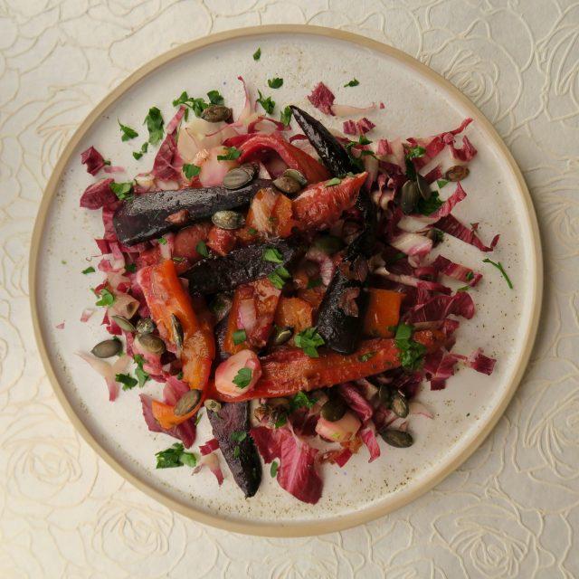 Salat aus bunten Möhren