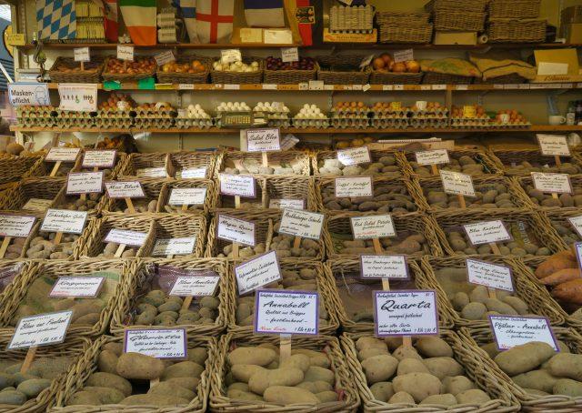 Düsseldorf Markt Carlsplatz Kartoffelstand
