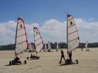 Strandsegler bei Plouescat Bretagne Finistère
