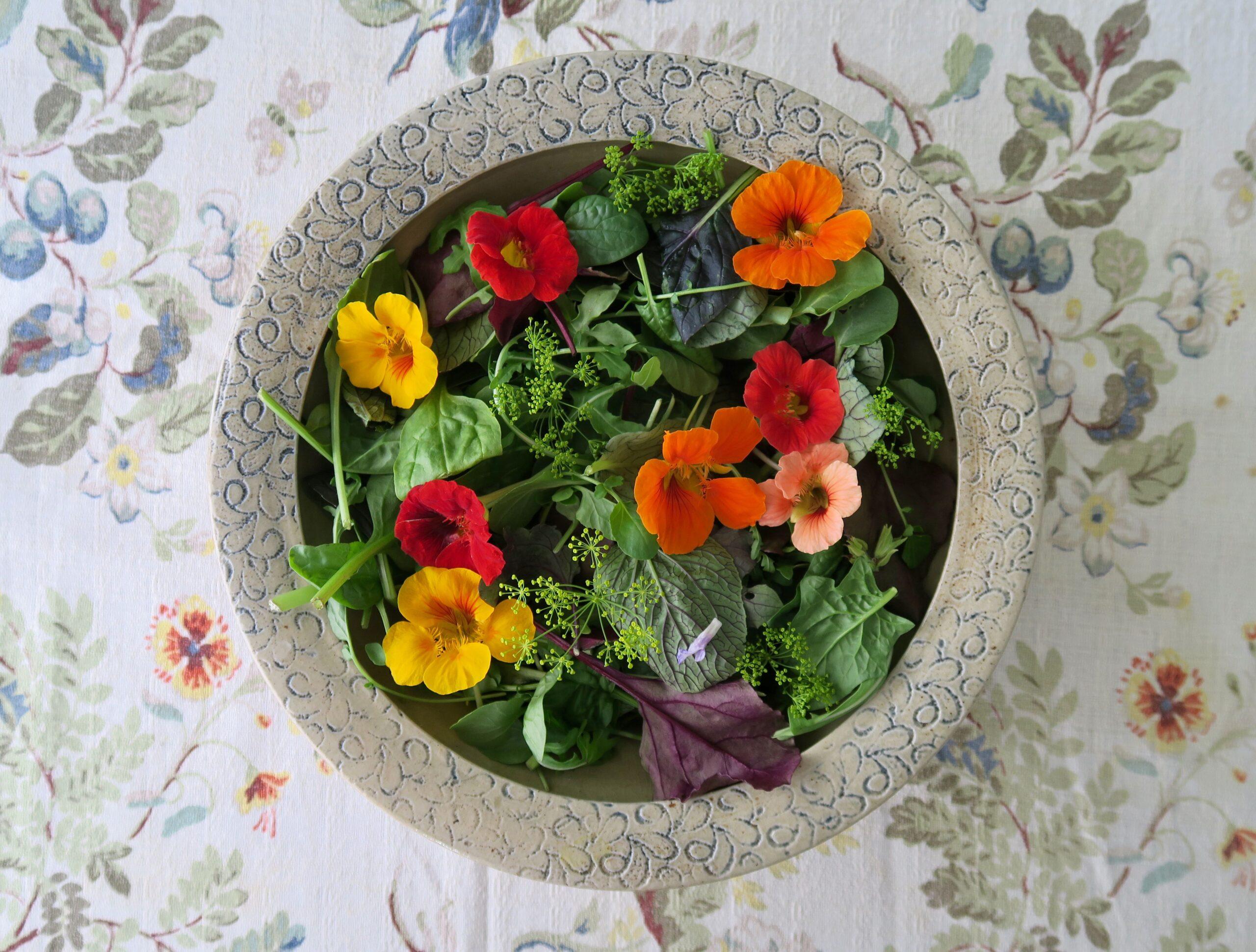 Blattsalat essbare Blüten