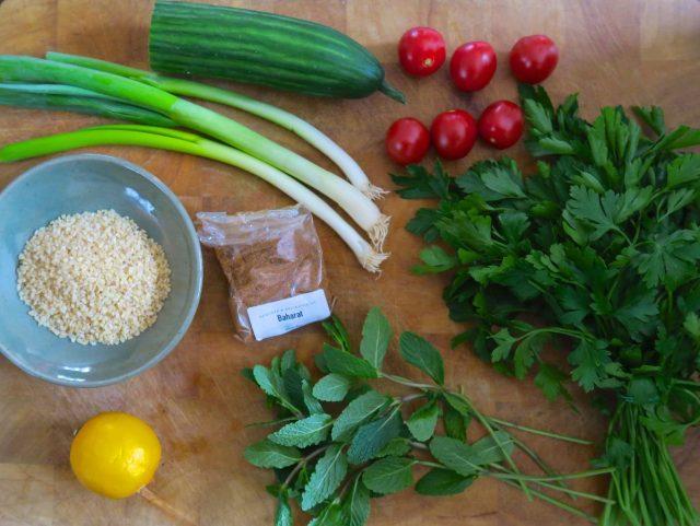 Bulgur-Petersilie-Minze-Gurke-Tomaten-Frühlingszwiebeln