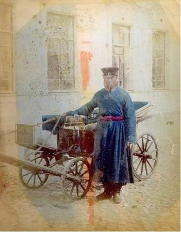 vetturino russo davanti al suo calesse  - 1880