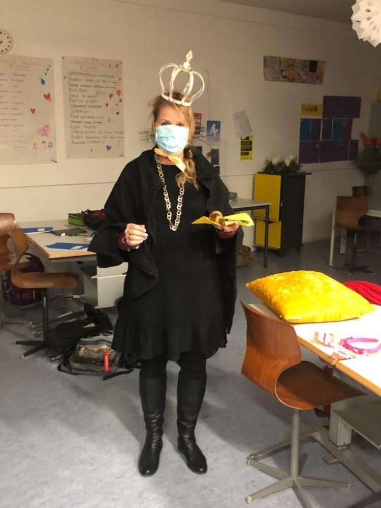 Sekundarlehrerin mit Krone - keine Prinzessin, aber eine Königin