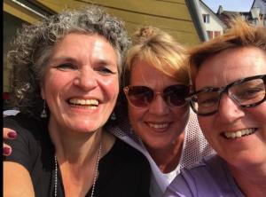 Drei strahlende Frauen