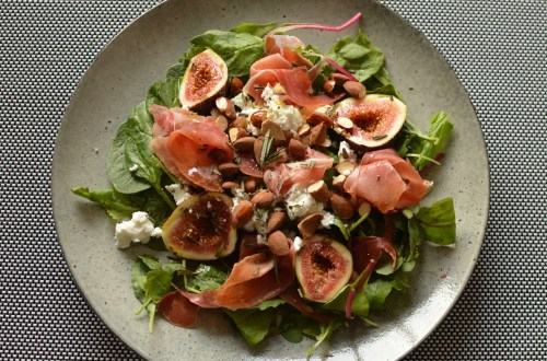 fig salad with goat's cheese and prosciutto