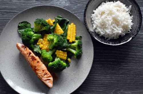 Teriyaki-glazed salmon with corn and broccoli