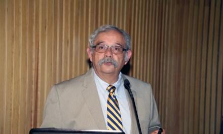 El doctor Rogelio Chavolla, miembro de la AMC