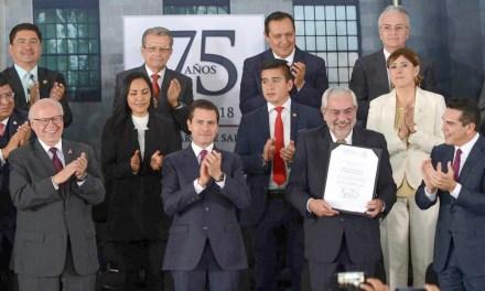 El «Reconocimiento al Mérito Médico» para los doctores  Enrique Graue y Mercedes Juan
