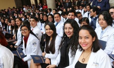 Nueva generación de médicos pasantes al servicio de la humanidad
