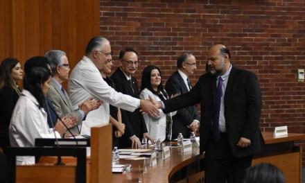 El IMSS, el IPN y la UNAM reconocen a los mejores docentes de las especializaciones médicas