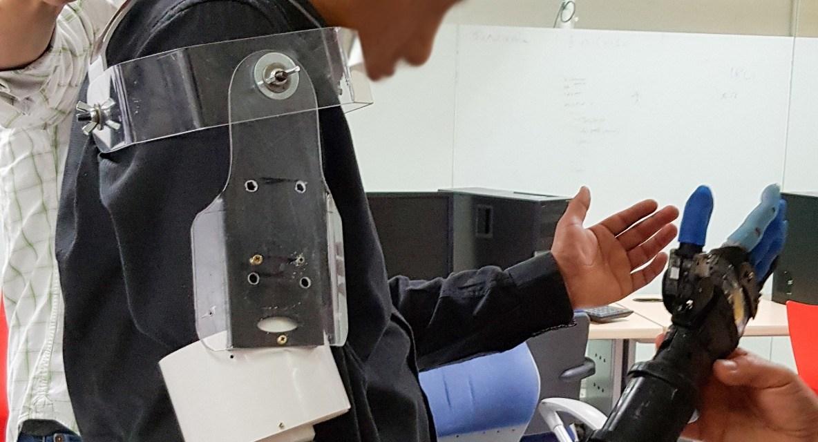 Diseñan prótesis robótica de mano para aumentar la calidad de vida en pacientes
