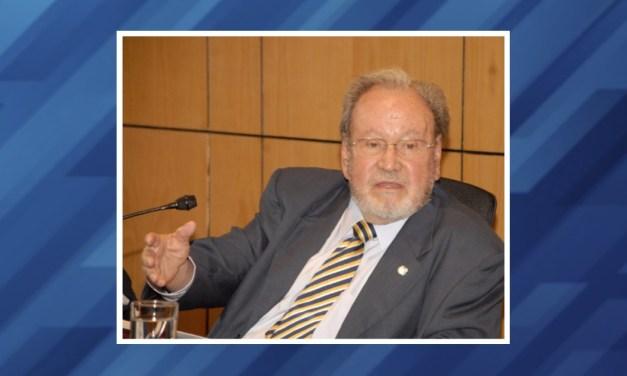 Homenaje al doctor Guillermo Soberón y reconocimiento al personal de salud