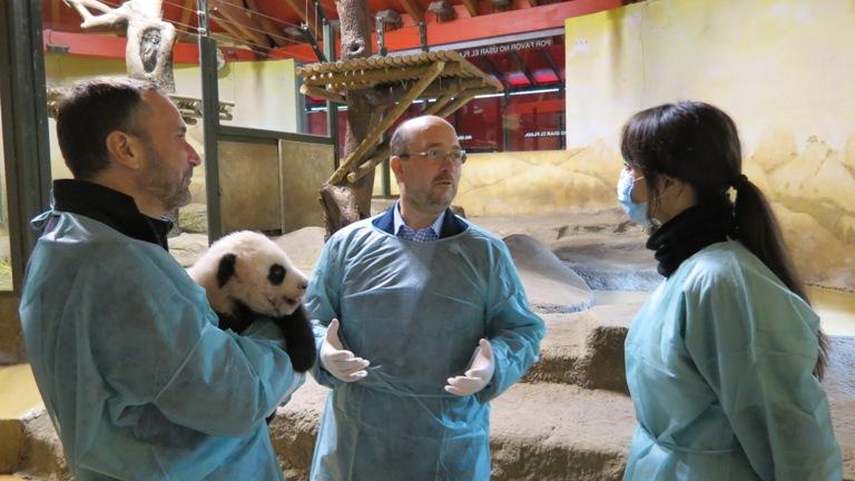 visita_embajador_eeuu_james_costos_junto_a_fernando_eiroa_oso_panda