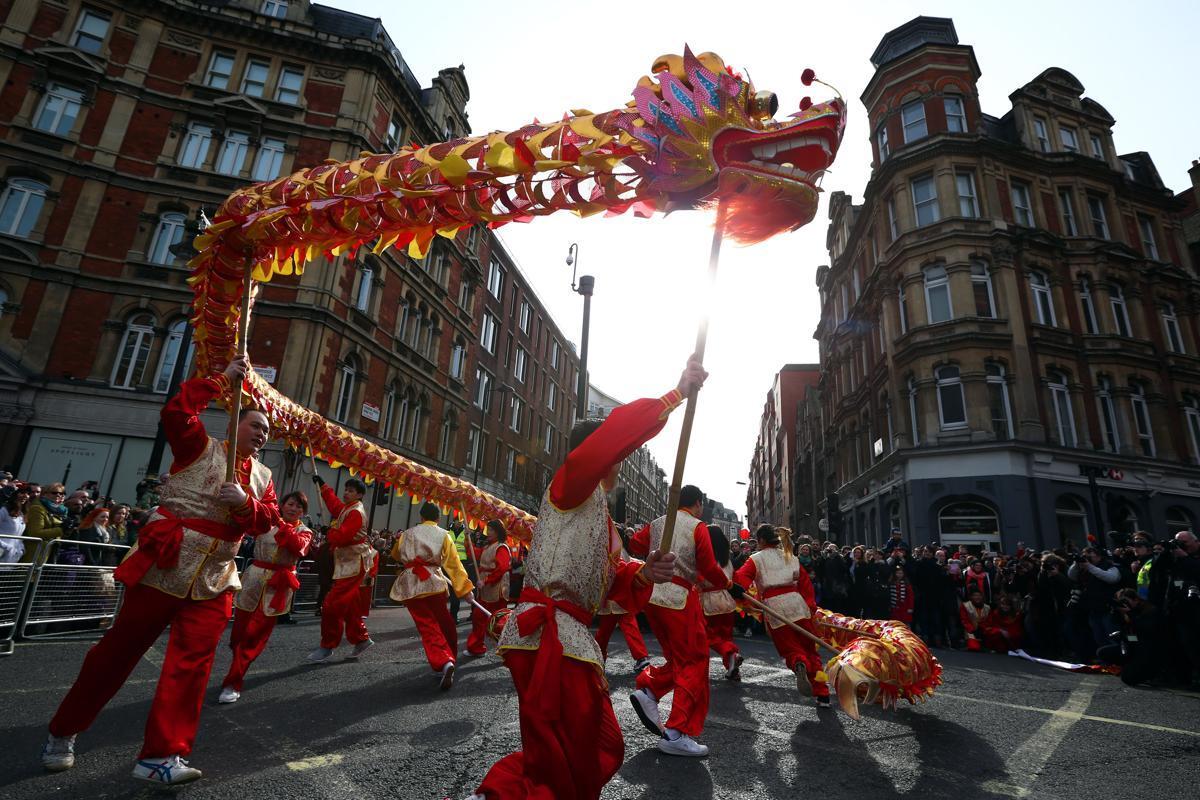 Un gran desfile llena Usera de color para dar la bienvenida al Año Nuevo Chino