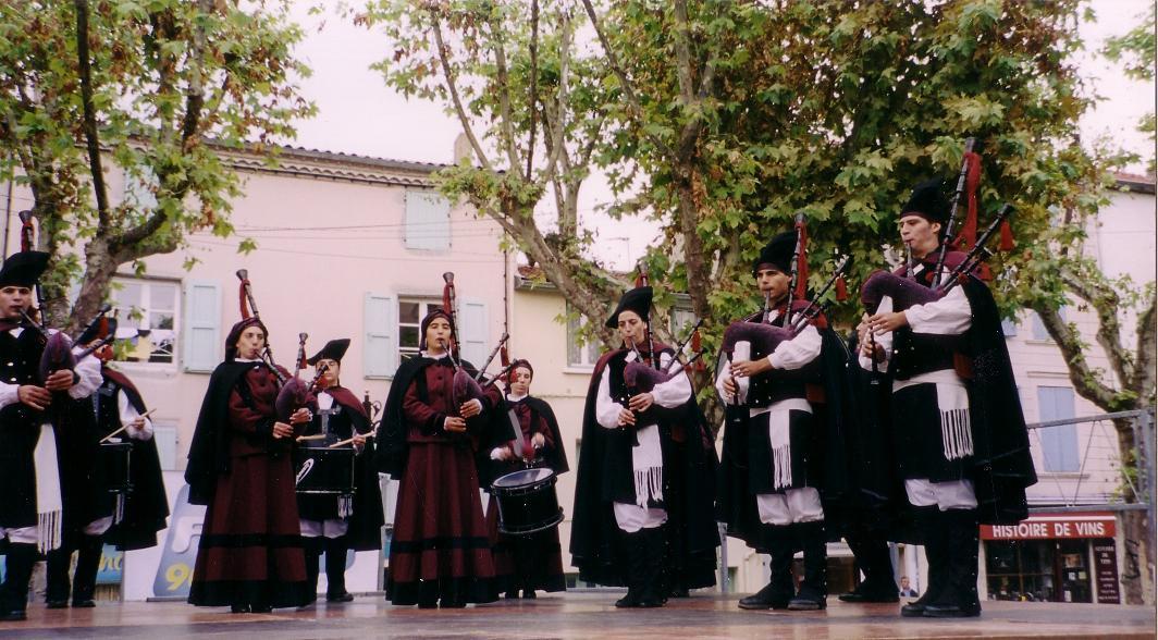 La banda de gaitas Lume de Biqueira de Latina actuará en las Fiestas de Aluche este viernes, antes del pregón
