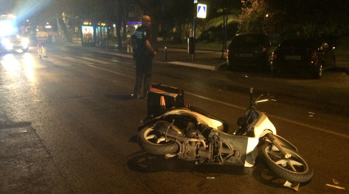Un hombre en estado crítico tras ser atropellado por una motocicleta de reparto en Moratalaz