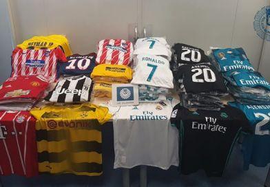 Intervienen en Villaverde casi 300 camisetas y pantalones de fútbol falsificadas