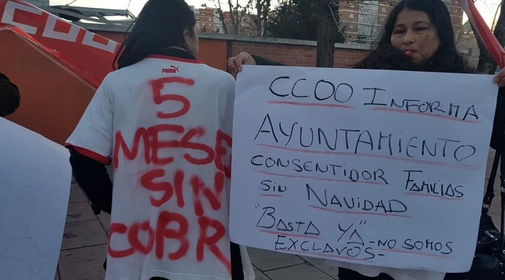 Recogen firmas por la reapertura de los comedores y cafeterías de los centros de mayores de Fuencarral