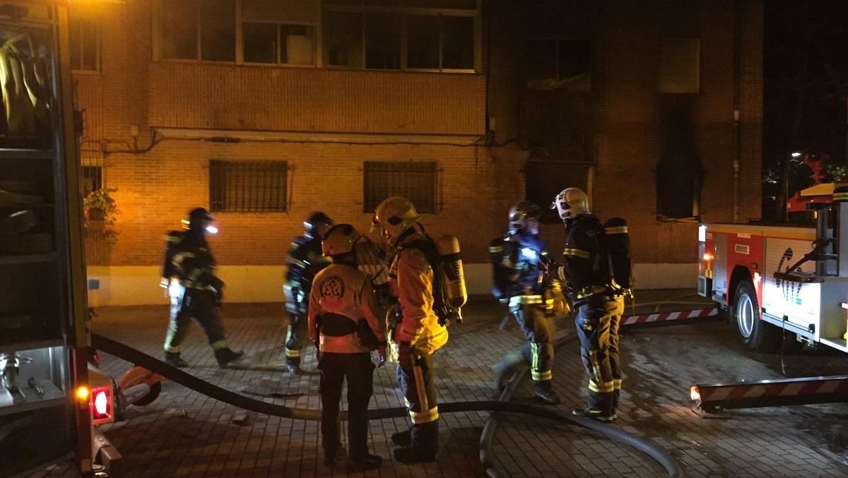 4 heridos, uno de ellos muy grave, en el incendio de una vivienda de San Blas-Canillejas