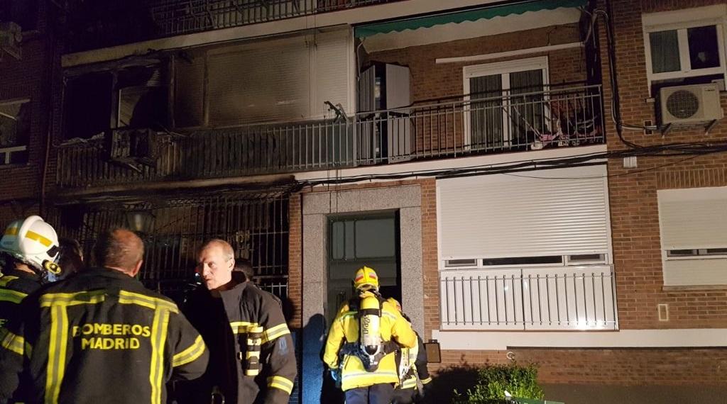 24 personas atendidas y 5 hospitalizadas tras incendiarse varias viviendas en Carabanchel