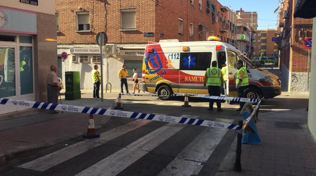 Una mujer herida grave al ser atropellada en Usera por un coche que daba marcha atrás