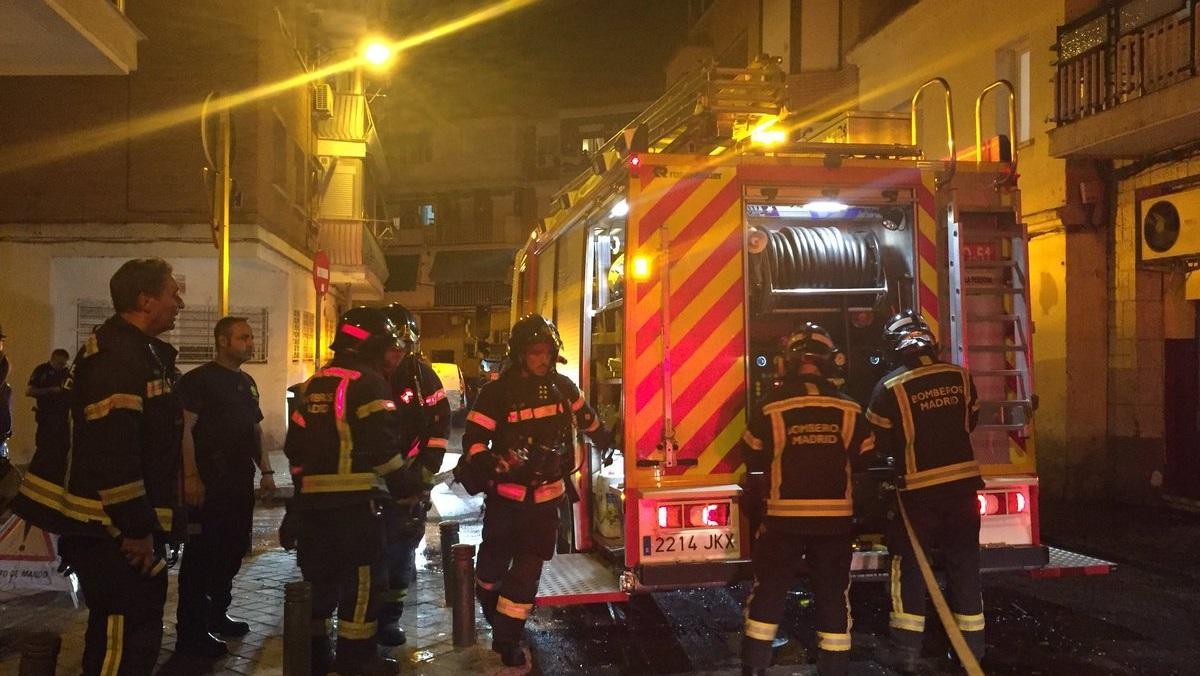 Un hombre que se quemó a lo bonzo fue el origen del incendio de anoche en Villaverde