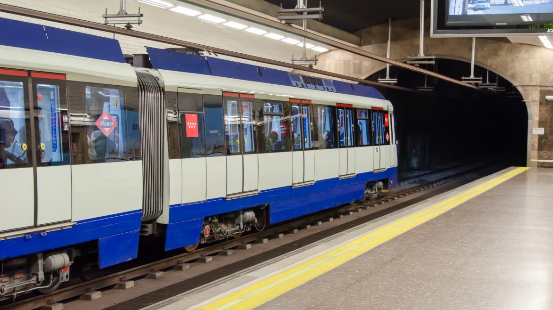 Avanzan los trabajos de desamiantado en la estación de Metro de Pavones