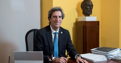 El Colegio de Médicos de Madrid concede más de 500 ayudas al estudio a los colegiados y sus familias