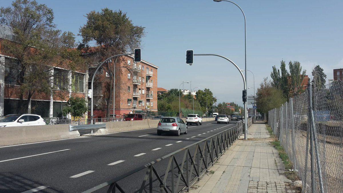 Comienza la instalación de semáforos en la A-5 en su transformación en vía urbana