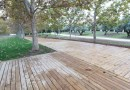 El paseo de los Sentidos en el Parque Lineal del Manzanares estrena pavimento de madera
