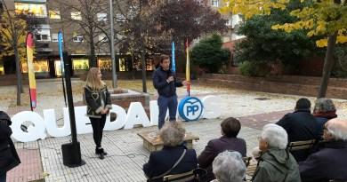 """Martínez-Almeida denuncia en Moratalaz que Carmena """"no ha pisado estas calles"""""""