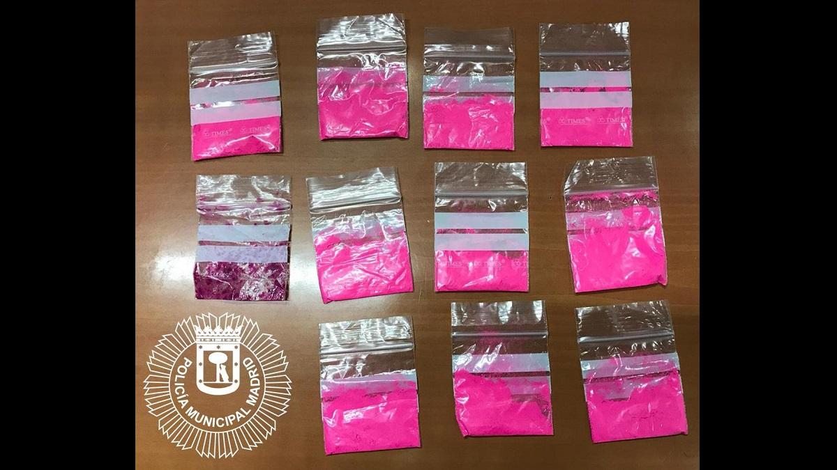 """Detenida una joven en Usera por portar 11 bolsas con """"cocaína rosa"""", droga de moda muy adictiva"""