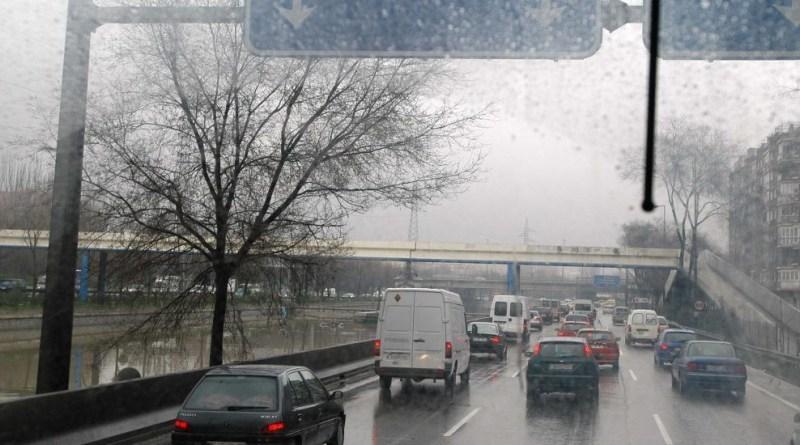 Las altas previsiones de lluvia pronostican para este martes una mañana complicada de cara al tráfico