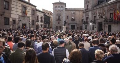 """Una abarrotada Plaza de la Villa arropa a Inés Arrimadas y a Albert Rivera: """"¡vamos a por todas!"""""""