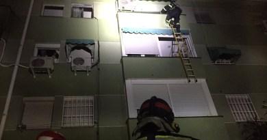 Tres personas heridas tras el incendio en un bloque de viviendas en Carabanchel