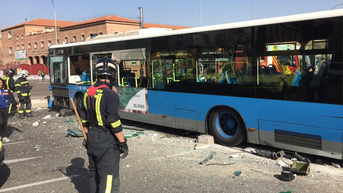 Cinco personas heridas tras un aparatoso accidente de autobús en O'Donnell